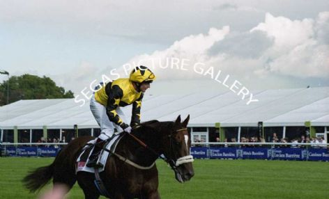Racehorse Kinnaird with Jockey Kevin Darley, Mona Lisa with Jockey Kieren Fallon